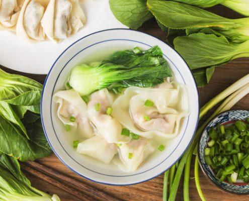 chinese wonton dumplings in clear soup