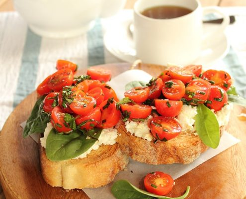 Bread with ricotta_cherry tomatoes rsz