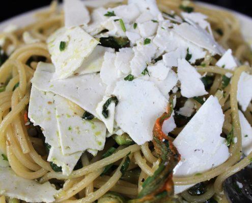 Zucchini flower pasta