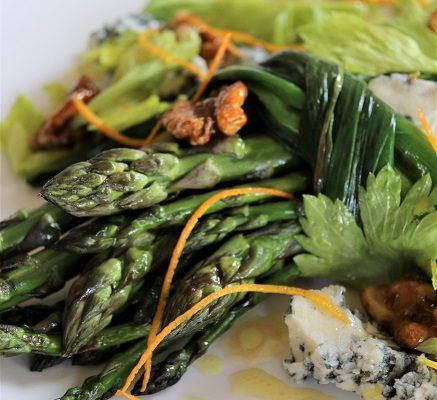 Asparagus, blue cheese and orange salad
