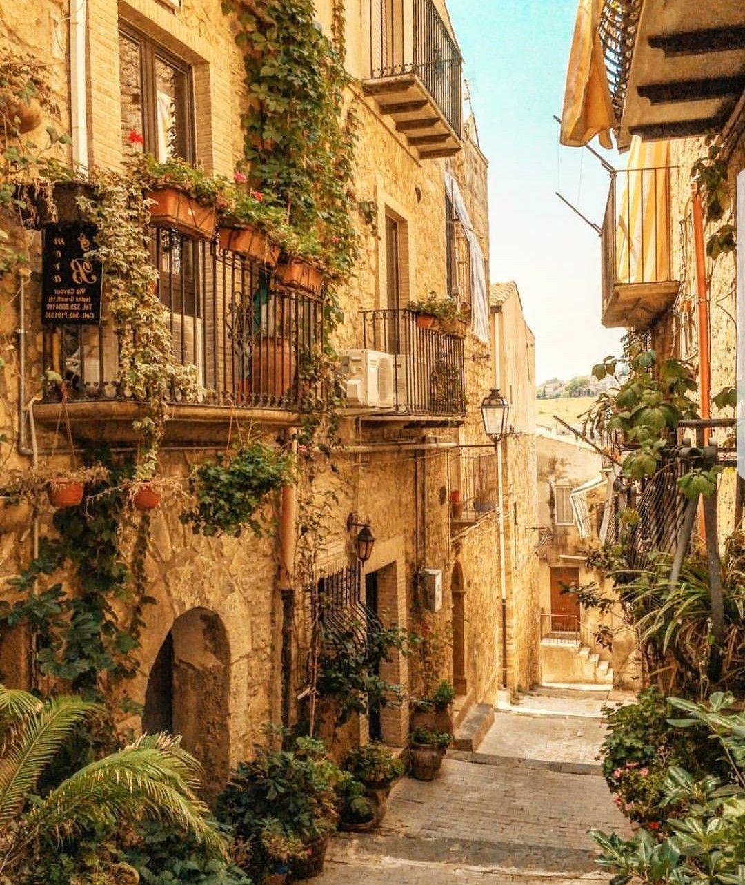 Historical Sicily - Dominique Rizzo