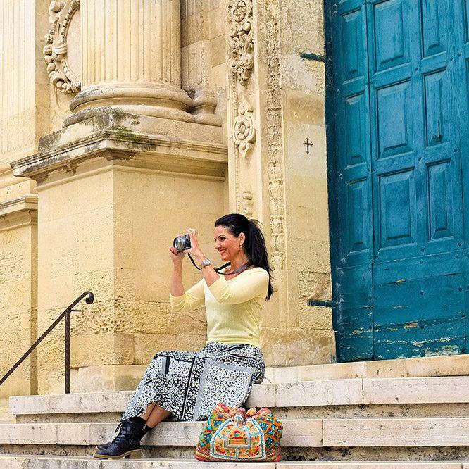 Dom on steps w camera Lecce